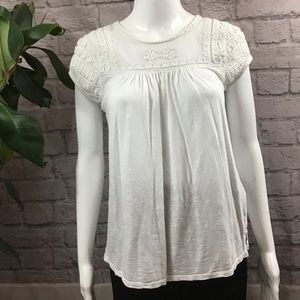 🍰 SALE 3/20 Lucky Brand white embroider small top